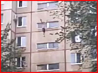 ベチッ!マンションの9階から落ちた人間が地面に叩きつけられた時の生音。