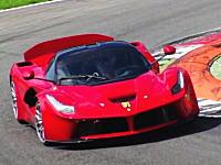 モンツァ・サーキットでテスト走行中のラ フェラーリXXのスーパーサウンド。