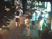 中国で路線バスが爆発して2人死亡の映像。火だるまで逃げ惑う人の姿も(@_@;)