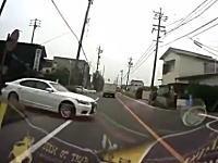 これは良く避けたドライブレコーダー。飛び出してきた車を急ハンドルで避ける。