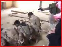 イラクの内戦では戦時国際法などない。ISISにより次々と処刑される兵隊さんたち。
