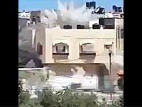 向かいの家にミサイルが着弾。その瞬間を撮影していたビデオ。ガザ・イスラエル問題
