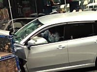 大阪・御堂筋で車が暴走し3名を怪我させた事故の直後の映像が発掘される。車内には加害者の姿も。