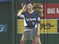 海外「ジャパンの野球ワロタ。開始前にカワイイ女の子が瓦割りしてんw」小ネタ
