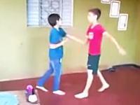ちょwwwこの兄弟喧嘩でお兄ちゃんが極悪すぎる(((゚Д゚)))マジかよ・・・。