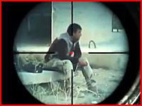ISISのスナイパーにより狙撃されるイラク兵たち。どこから撃たれたのか分からない。