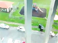 【台風8号】沖縄では台風の猛烈な風で今年も車が飛ばされる動画。【ニゲテ】
