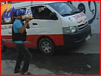 ガザで救急車、民間人、ジャーナリストが集まった場所に爆弾が落ちてくる動画。