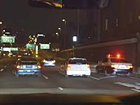 大阪のクズYouTube。ナンバー無しの車でパトカーをおちょくりまくる軍団。