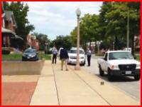 警告を無視して警察に近づいた男が9発発砲されてその場で死亡。アメリカ。