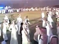 やたらと鉄砲を撃ちたがるアラブの男たちの動画の中でもこれが一番すごいwww