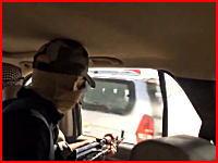 走る車の中から銃を乱射Ⅱ。イラクのテロリストたちの戦いは続いていた動画。