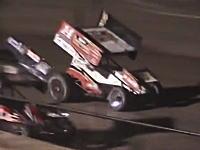NASCARのトニー・スチュワートが死亡事故を起こす。コースを歩いていたケビン・ワードJr.をひき殺してしまう。