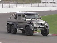 メルセデスの6輪駆動Gでサーキット走行してみた動画。G63 AMG 6x6