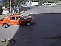 パトカーに2回突っ込んだ男が射殺される。事故った戻ってきてもう一回突っ込んだ。