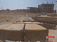 シリアの内戦動画でニヤッとさせられるとは思わなかった・・・。戦車の主砲ドーンで。