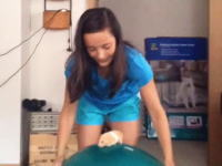 ハムスターをバランスボールに乗せてみたというGIF動画がネットで大人気に。