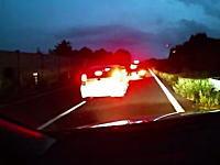 東北自動車道の車線上で停止して喧嘩?してるDQNに追突しかけたドラレコ動画。