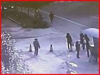 大型トラック横転により8人が死亡した事故の映像がヤバいヤバすぎる(@_@;)