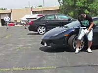 駐車場のランボルギーニにウンコするイタズラを仕掛けたらテーザー銃で撃たれた動画
