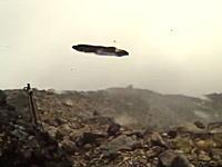 御嶽山の噴火で現場にいた人が撮影した降り注ぐ噴石。こんなの頭に当たったら死ぬわ(@_@;)