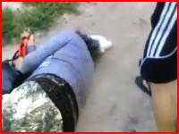 胸糞悪い動画。無抵抗のおばあちゃんを暴行する少年の映像が投稿されてた。