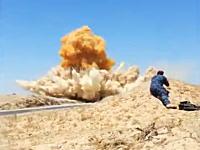 道路脇に仕掛けられたイスラム国のIEDを狙撃して破壊。これが一番安全な方法。