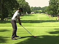ゴルフでこんな事あるの?動画。ローリー・マキロイのティーショットが観客のポケットに入るwww