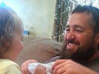 さっきまであったお父さんの髭が無くなってしまったら?女の子の反応wwwww