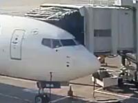 なにが起きた動画。搭乗待ち中のデルタ航空機が浮き上がってしまう事故の映像