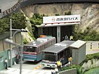 大人の本気あそび。バスが道路を走るジオラマが凄い。こんなのあるんだね。