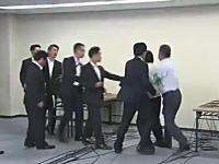 ガチ喧嘩wwwwwww橋下徹vs在特会桜井誠の意見交換会が笑えるwwwww
