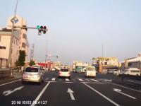 交差点を通過するのに前を見てないドライバーってどうなの動画。追突事故。