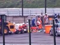 F1鈴鹿GP。ビアンキの大事故により赤旗中段。意識不明のままパトカー先導で病院へ。