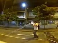 香港暴動で警察の催涙弾をキャッチして投げ返す男が撮影され話題になる。