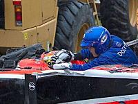ジュール・ビアンキの事故直後の恐ろしい写真がキタ。深刻な頭部外傷で集中治療室へ。