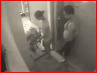 中国のホテルで動き出したエレベーターに挟まれて女性従業員が死亡。その映像。