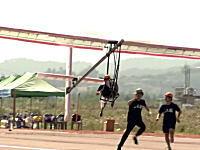 韓国の鳥人間コンテストは滑走路でやるのか・・・。墜落したら危なくね??
