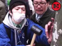街路樹に釘と金槌で手のひらを打ちつける(@_@;)日本にもこういうやつらいたんだな。