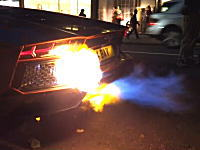 危うく燃えるところだったランボルギーニ・アヴェンタドール。ブンブンしてたら火がw