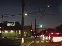 隕石か!?3日午後日本各地で尾を引く隕石のような物体が目撃される。動画多数。