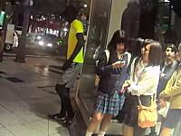 こいつワロタ。外人の「大阪人を驚かせてみたったwww」動画が大ヒットを記録中。