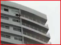 どんな酔い方したらそんな事に。27階の窓の外で寝ていた男が誤って落下して死亡