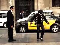 MJのストリートパフォーマーにダンスバトルを挑んだスーツの人がうめえwww