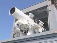 米海軍がペルシャ湾に新しく配備したレーザー兵器システムの映像。実光実験。