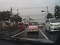 交差点右折でインを刺されて前に出られた軽四に追突してしまったドライブレコーダー