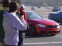 自動車のイベントで自慢のBMW・M4を群衆に披露しようとした男性がwwwおいどっちに行くwww