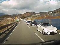 走り屋のオフ会で追突事故!?山梨フルーツラインで3台が絡む玉突き事故の瞬間。