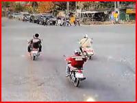 死亡事故の瞬間。信号無視のトラックに命を奪われたバイクの男性(@_@;)