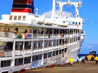 湾内のうねりが強いなか接岸する「かめりあ丸(貨客船)」の映像がはてブで人気に。